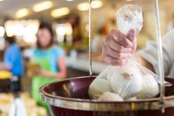 sacchetti biodegradabili, ambiente, consumatori