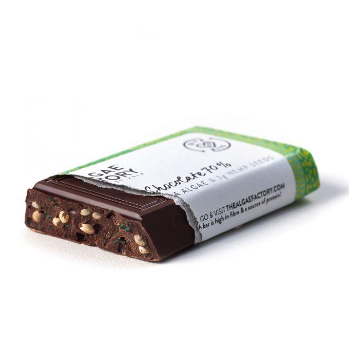 Barretta di cioccolato, sprirulina e canapa di The Algae Factory