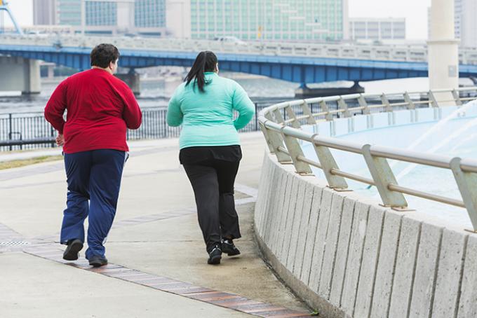 persone sovrappeso che fanno attività fisica