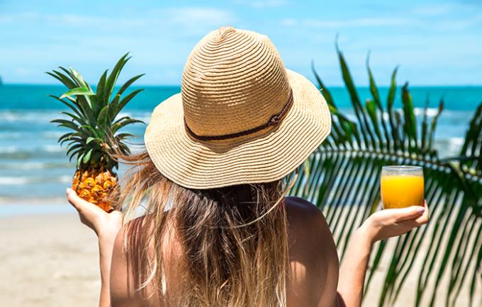 vitamina C Vitamina A verdura salute della pelle raggi UV proteggersi dal sole proteggere la pelle pelle Osservatorio nutrizionale Grana Padano idratare la pelle grassi protettivi frutta estate elastina desquamazione collagene alimentazione