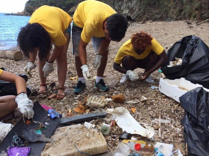 legambiente, rifiuti in spiaggia, inquinamento, plastica