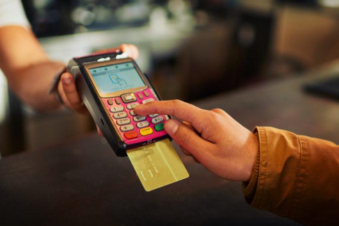 carta di credito, banconote, impatto ambientale