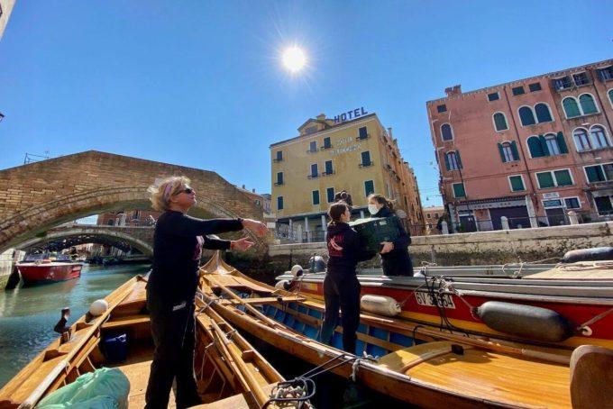 Venezia Row Venice produttori biologici italiani mobilità dolce Jane Caporal frutta e verdura consegne a domicilio barche a remi agricoltura biologica