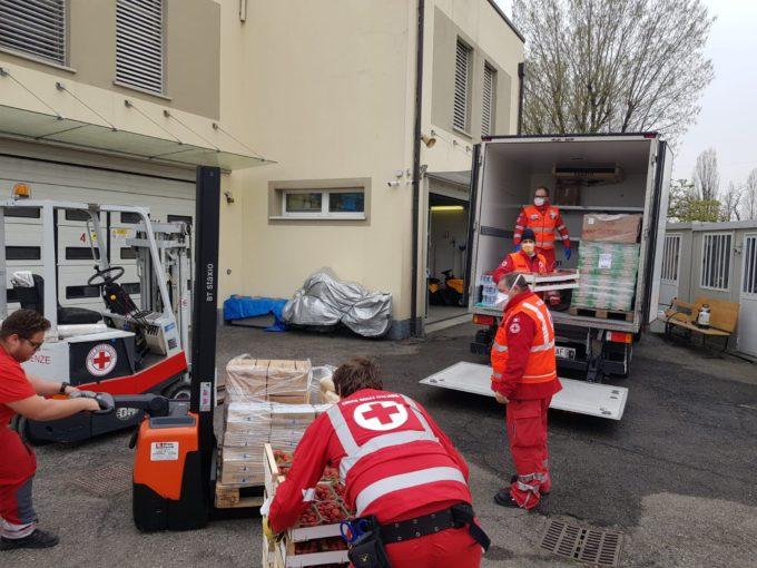 Volontari dell Croce Rossa al lavoro