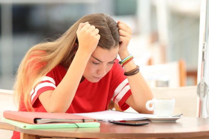 Ragazza che studia