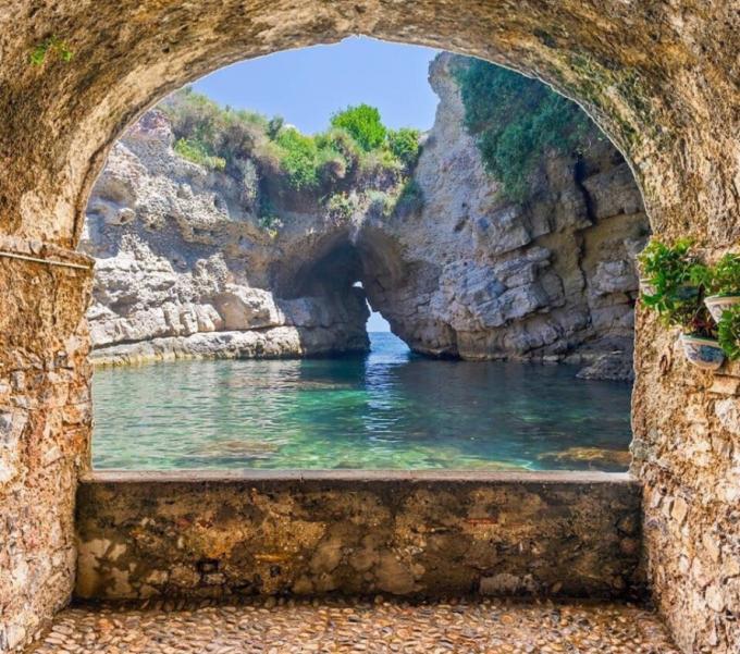Bagni della Regina Giovanna, Sorrento