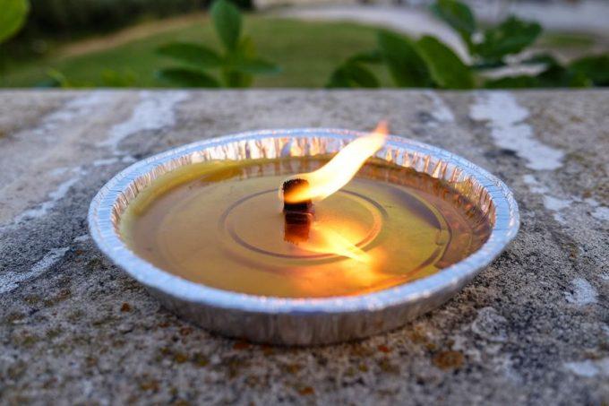 candella alla citronella contro le zanzare