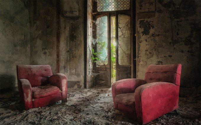 Poltrone in villa abbandonata