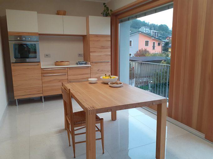 Cucina in legno di Oliviero Tomasoni