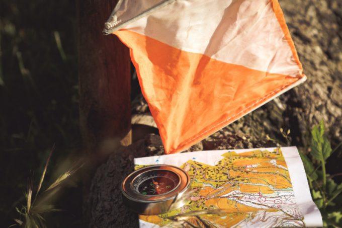 La mappa e la bussola per fare orienteering