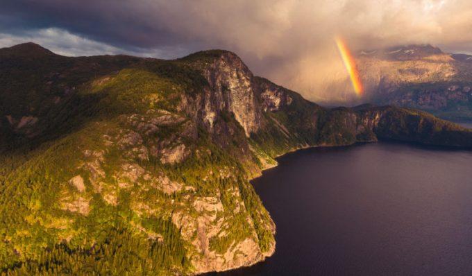Montagna con arcobaleno