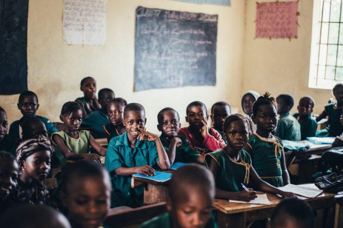 Educazione: bambini in una scuola africana