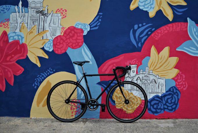 Bicicletta e murales