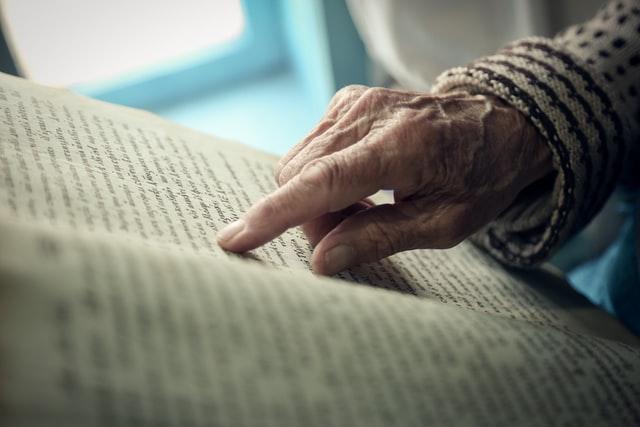 mano di anziano