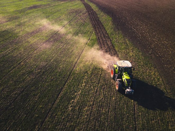 Agricoltura: macchinario in un campo