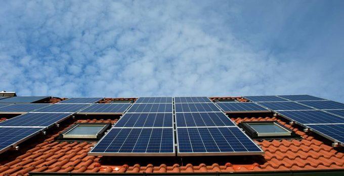 pannelli solari e fotovoltaico sul tetto