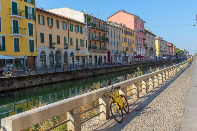 Bicicletta sul Naviglio di Milano