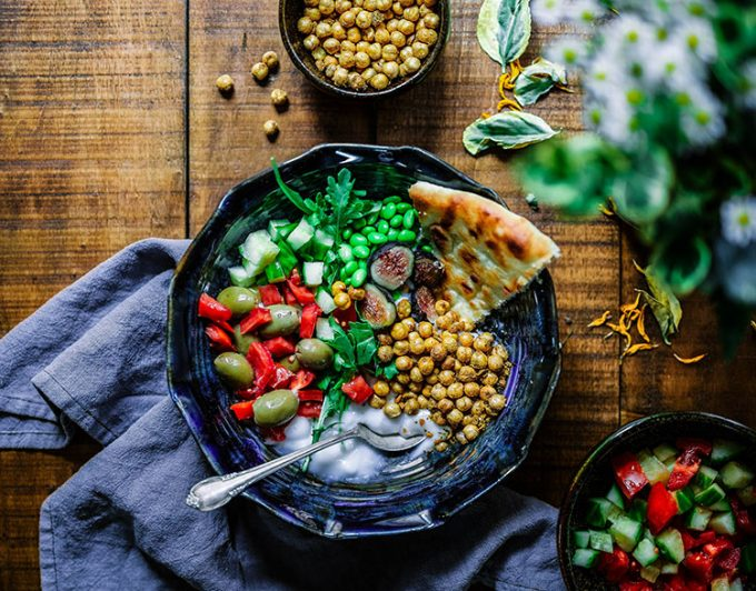 piatto con legumi e verdure